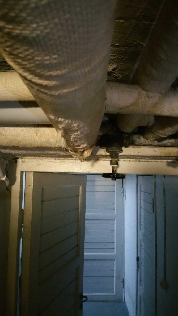 Vaarallisia putkia, asbestia ilmassa